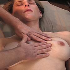 Het helpt de borsten natuurlijker aan te voelen en eruit te zien na borst correctie chirurgie